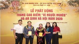 """Bảo Tín Minh Châu trao 100 triệu đồng cho quỹ """"Vì người nghèo"""" TP. Hà Nội"""